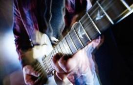 comment jouer vite de la guitare accélérer
