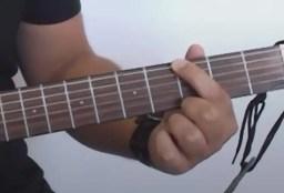 Ne pas avoir mal aux doigts à la guitare
