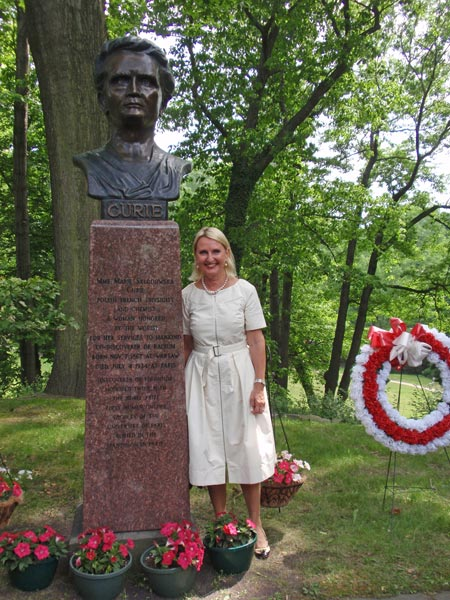 Dr. Marie Siemionow at the new Madame Curie statue