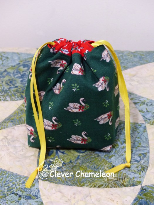 Christmas for Two Drawstring Bag, Christmas crackers, Christmas coasters and morning tea at Clever Chameleon. Free Tutorials included!