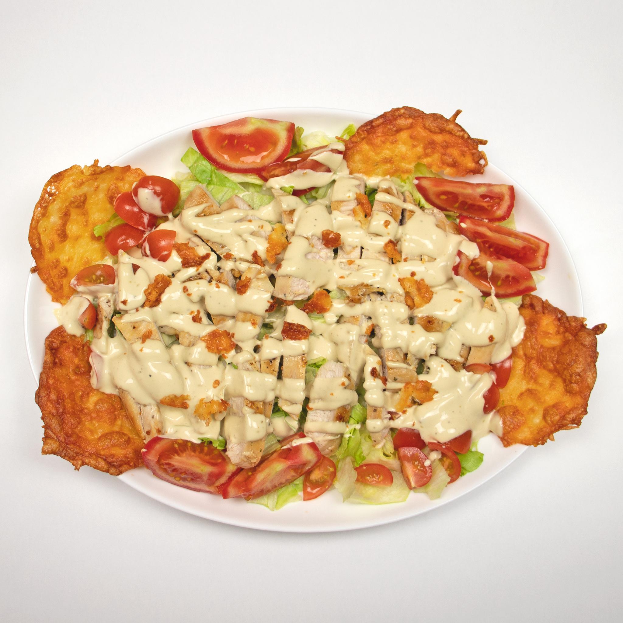 Salată de varză nouă cu ridichi, castraveți și ouă fierte