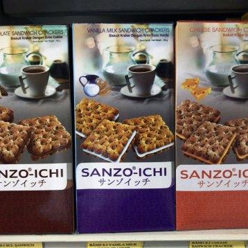 ハノイのスーパーで見つけた謎の台湾製クラッカー「サンゾイッチ」