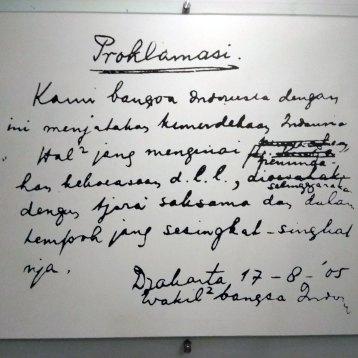 手書きの独立宣言文ドラフト