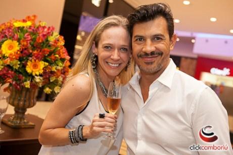 Cintia Schroeder e o top beauty artist Miguel Estelrich, da Casa Peluqueria