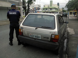 Fiat Uno recuperado pela Guarda Municipal na tarde de domingo no Bairro Vila Real. Foto: Secretaria de Segurança / Divulgação