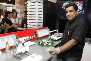 Eugênio Santos começa a comercializar como franquias, quiosques com máquinas de fazer sushi. (Divulgação | Agência A)