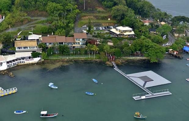 Fotógrafos e cinegrafistas registraram a vista aérea da Casa de Caras, em Itapema. Foto: Crédito das Fotos: Carlos Alberto Alves / Divulgação Agência A