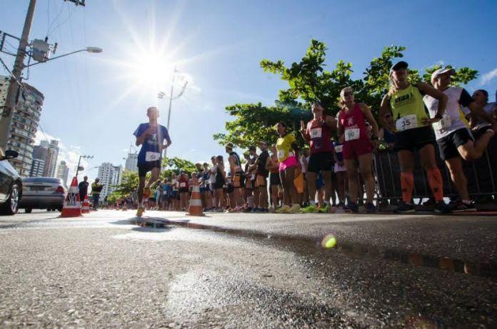 Maratona de revezamento de Balneário Camboriú, em 2013 (Crédito: Thiago Santos)