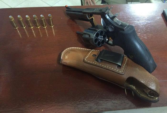 arma com seis munições