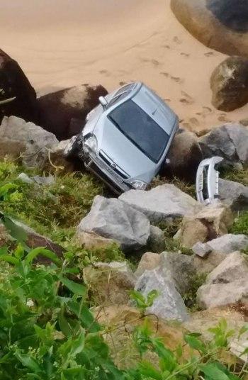 carro caiu