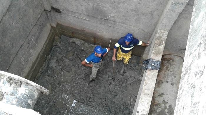 Limpeza do sistema de captação no Rio Camboriú