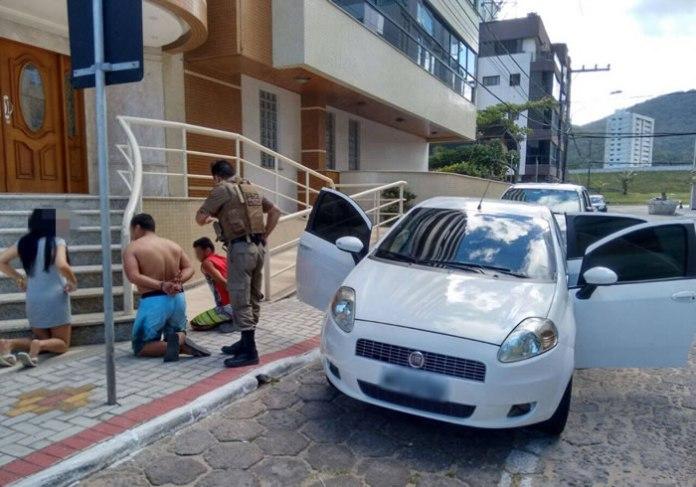 Criminosos foram localizados pela PM, mas acabaram soltos por não terem sido presos em flagrante delito.