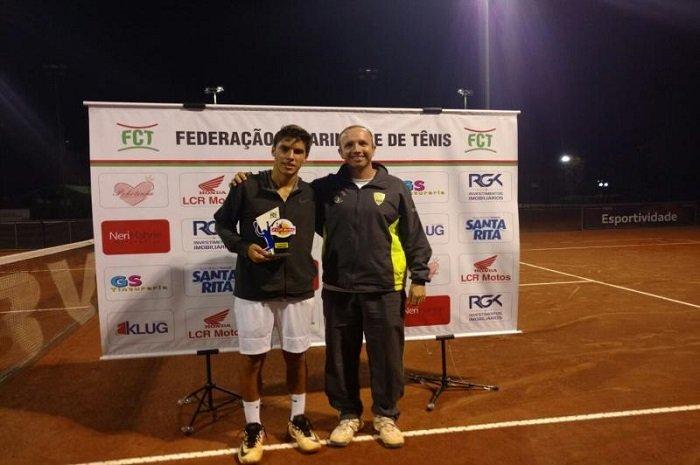 Atletas de tênis são campeões em Gaspar