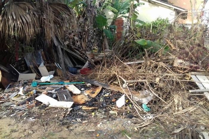 Município realiza ação de limpeza em casa do bairro Cordeiros