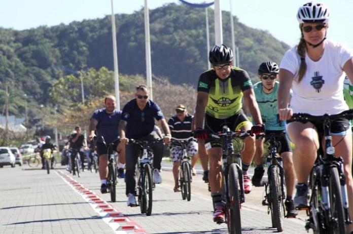 Passeio ciclístico é atração no aniversário de 157 anos de Itajaí