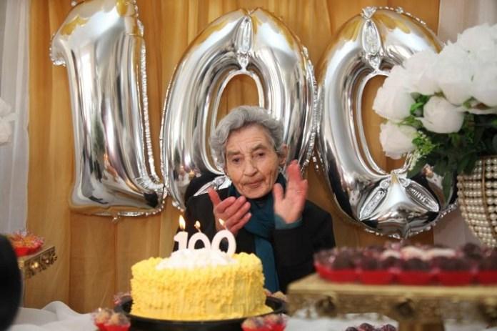 Idosa celebra 100 anos no Asilo Dom Bosco