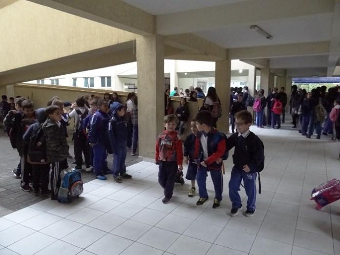 Alunos do CEM Armando César Ghislandi voltaram às aulas nesta terça feira