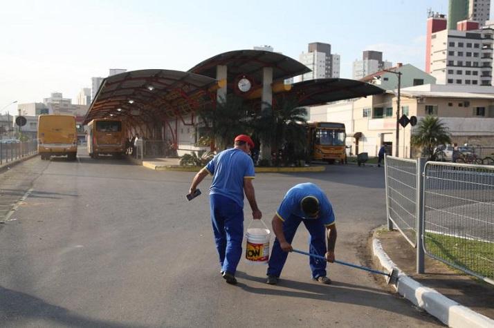 Itajaí inicia manutenção dos terminais de ônibus