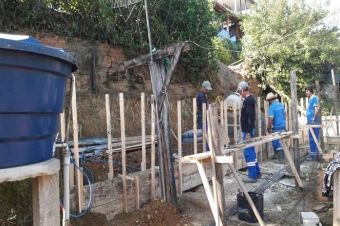 Muro de contenção é construído no Limoeiro