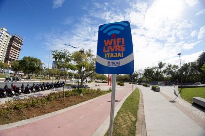 Wi Fi Livre est%C3%A1 dispon%C3%ADvel para acesso em Itaja%C3%AD