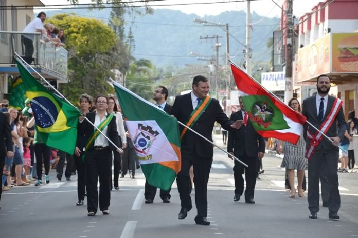 desfile 7 de setembro camboriu