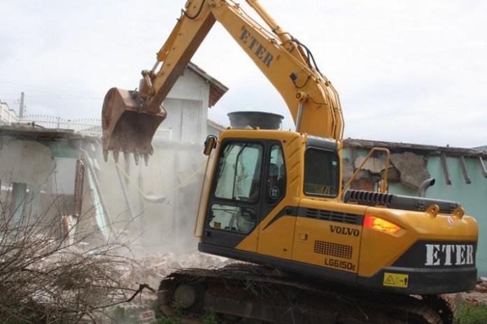 Obra da Via Expressa Portuária é retomada com demolição de casa no Cordeiros