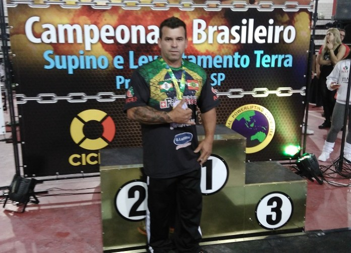 Atleta de levantamento de peso irá representar Camboriú em campeonato na Argentina