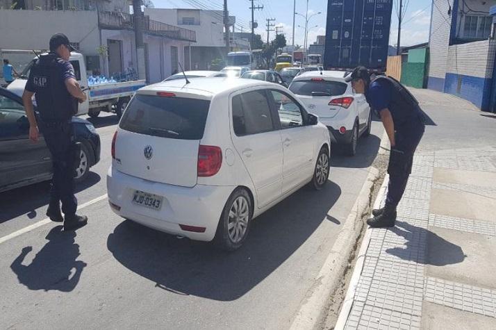 Fiscalização flagra transporte irregular no bairro Cordeiros