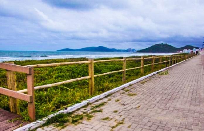 Praia Brava recebe 470 metros de cerca para proteção da vegetação de restinga edited