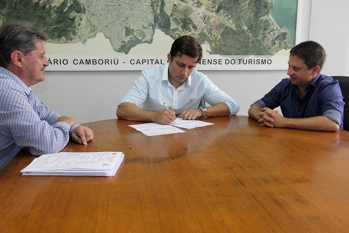 Assinatura OS Reservatório Estaleiro 16 02 18 Foto Ivan Rupp 9