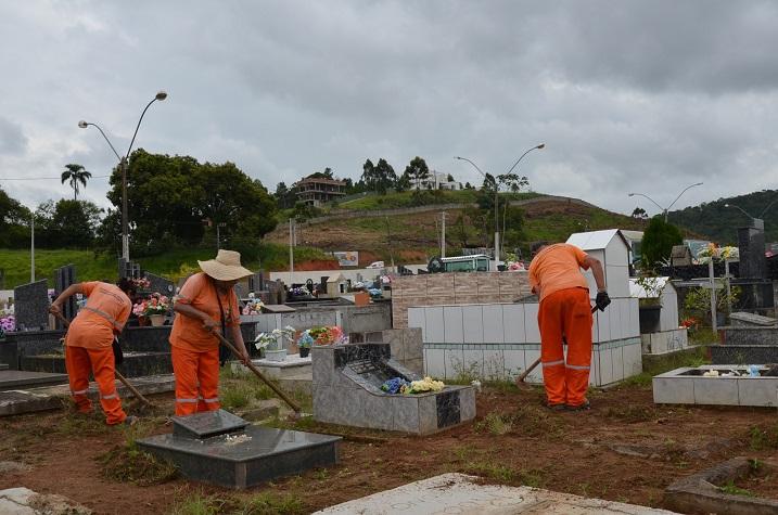 Prefeitura de Camboriú realiza limpeza geral no cemitério do Rio do Meio