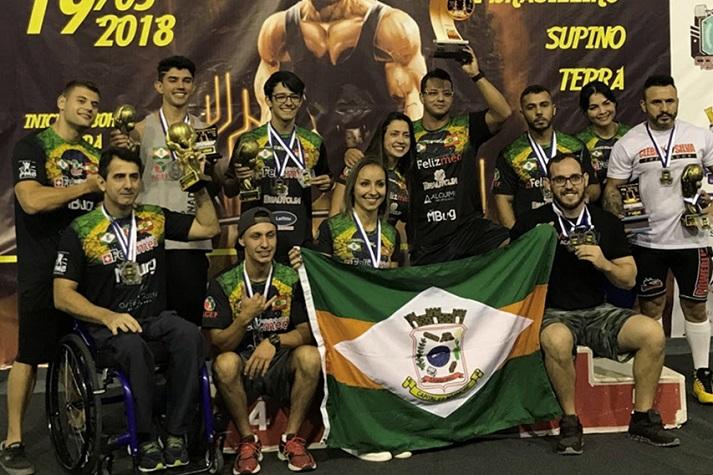 Atletas de levantamento de peso de Camboriú garantem 15 medalhas em competição sul brasileira