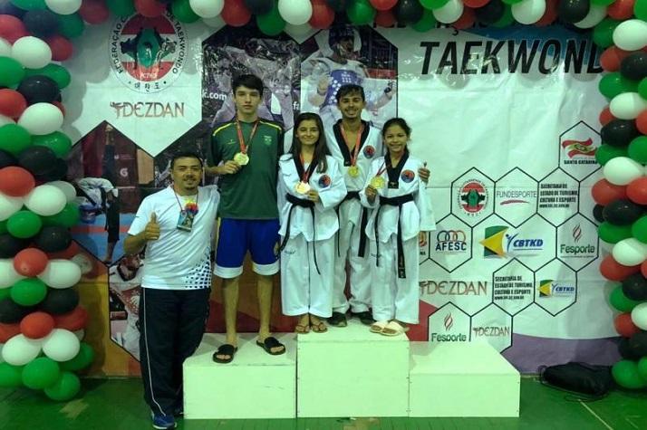 Itajaí conquista 10 medalhas de ouro no Catarinense de Taekwondo