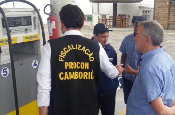 Procon de Camboriú intensifica fiscalizações em postos de combustível e mercados
