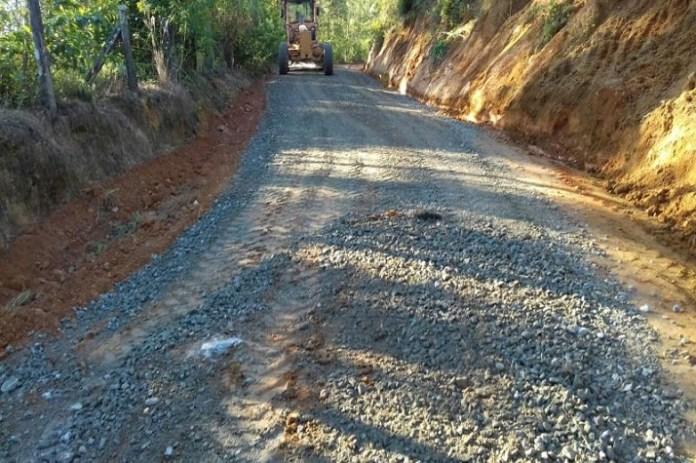 Serviços de recuperação e manutenção de estradas movimentam as comunidades rurais