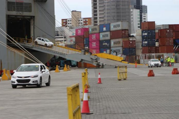 Berço 3 do Porto de Itajaí recebe mais de mil veículos importados