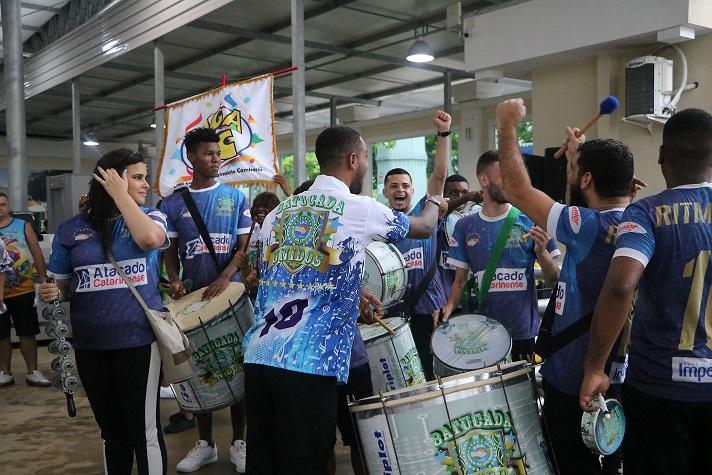 Unidos da Coloninha se apresentou em Balneário Camboriú nesta quinta feira