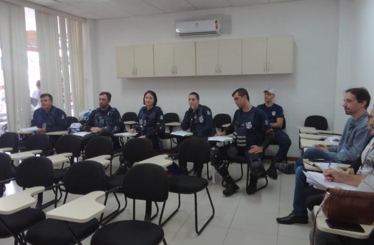 Agentes de Trânsito recebem treinamento para o estacionamento rotativo