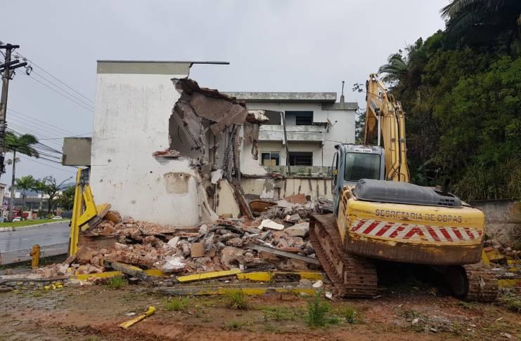 Imóvel é demolido na Avenida Martin Luther para obras do Elevado