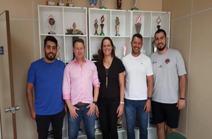 Itajaí firma parceria para disputar a Superliga B de Voleibol
