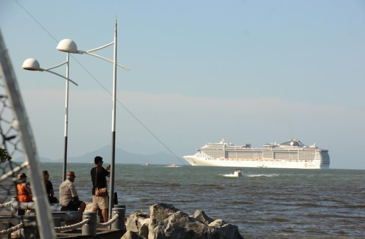 Navio Fantasia abre temporada de transatlânticos em Balneário Camboriú