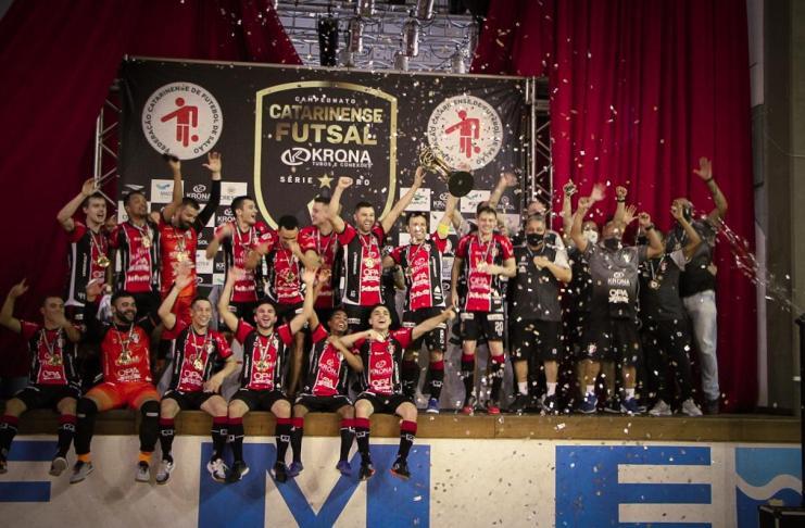 Joinville vence Campeonato Catarinense de Futsal no Ginasio da Barra