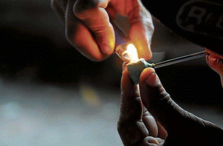 fumando crack