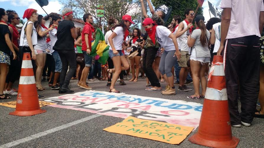 protesto do movimento levante  polular da juventude contra sergio moro em jaguaribe 3 - VEJA VÍDEO: Manifestantes protestam contra juiz Sérgio Moro durante evento na Paraíba