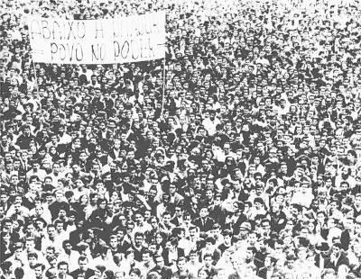 Multidão em marcha