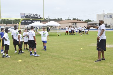 cliff_avril_2013_football_camp_3