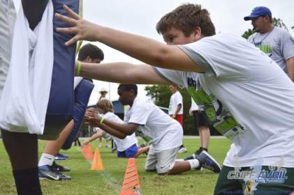 cliff_avril_2013_football_camp_21