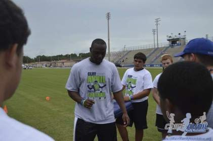 cliff_avril_2013_football_camp_53