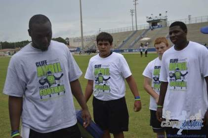 cliff_avril_2013_football_camp_58