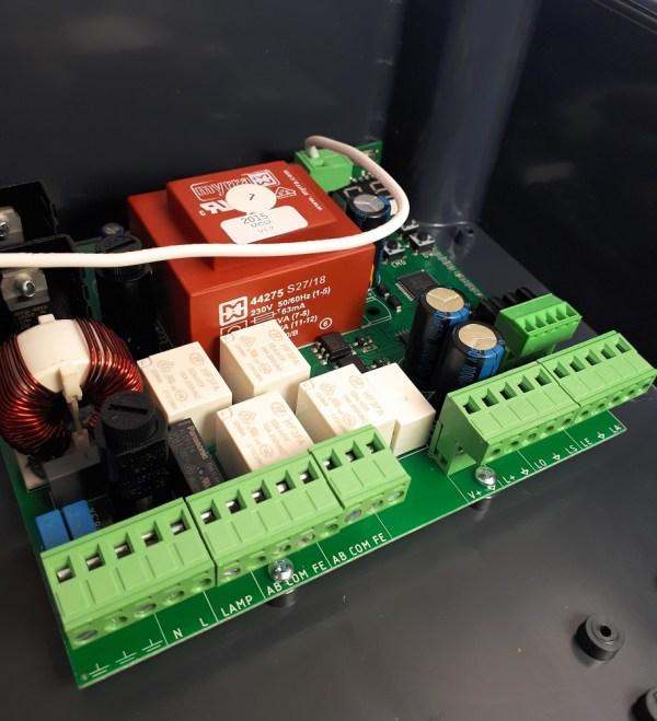 Kit central de control universal motores batientes con 2 mandos